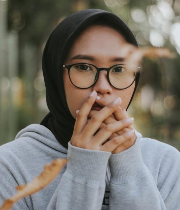 woman wearing eyeglasses and black hijab